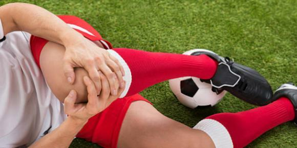 sports injury from soccer causing knee pain